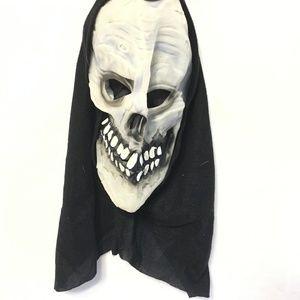 5/$20 - Halloween Glow in the Dark Skull Mask